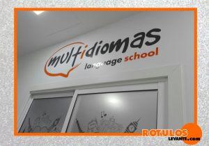 Logotipo escuela de idioma en vinilo de corte