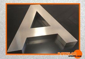 Letra recta aluminio