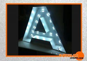 Aluminio con iluminación frontal