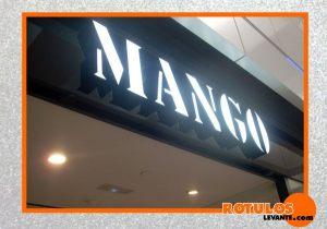 Letras aluminio iluminación frontal tienda Mango