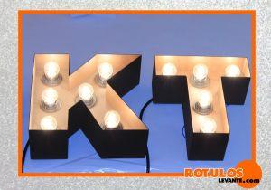 Letras decorativas iluminadas