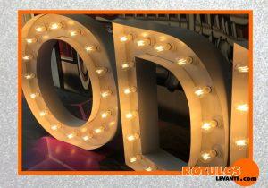 Letras gigante vintage luz cálidad