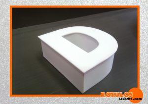 Letra aluminio frontal de metacrilato