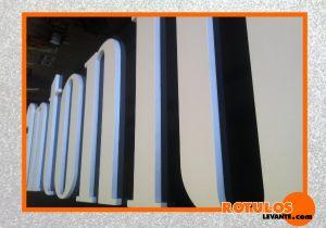 Letra PVC en relieve