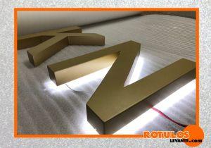 Letras de aluminio lacada en oro